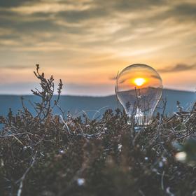 Chytni slunce - rozsviť prasklou žárovku