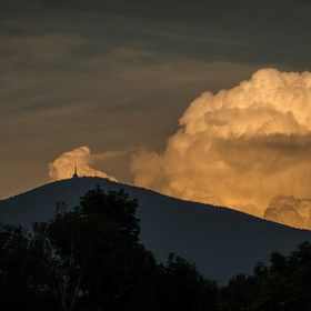 Oblaka za Lysou