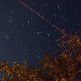 Noční obloha plná hvězd