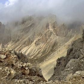 v horách kamenných