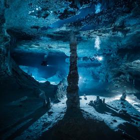 Rozsáhlý dóm v zatopené jeskyni Otoch Ha (taktéž Nariz) - tunel upstream