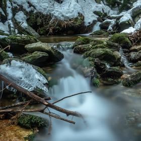 Bílý potok v zimě.