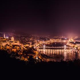 Zářící noční metropole