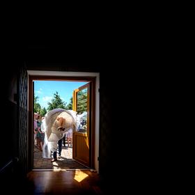 """.... a můžete nevěstu přenést přes práh, ..... nevidím nevěstu, """"nevadí, vidíte víc než byste měl"""" :-)"""