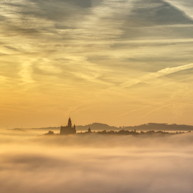 Ranní mlha na Bouzově