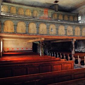 starý odsvěcený kostel