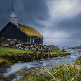 Kostel na břehu Atlantického oceánu