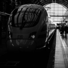Černobílý vlak