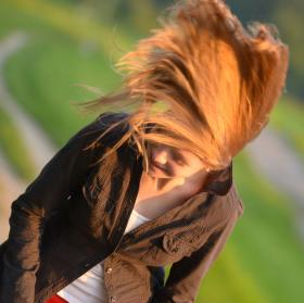západ slunce ve vlasech