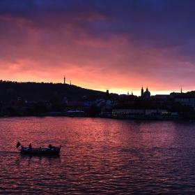 Přichází večer nad Vltavu
