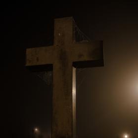 Nejsi to ty, kdo nese kříž, kříž nese tebe.