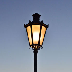 lampa a západ