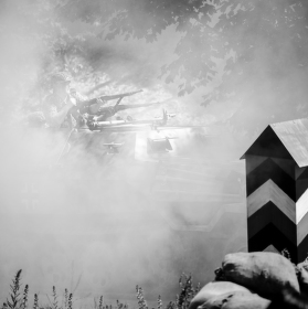 Z dýmu a kouře, nořili se vojáci a zbraně
