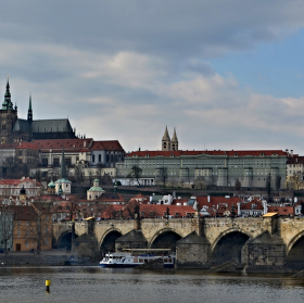 Pražský hrad v bouřkovém mraku