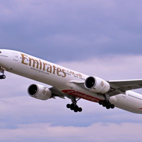 Vzlétající dopravní letadlo společnosti Emirates