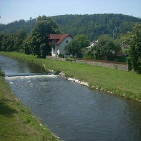 Řeka s výhledem