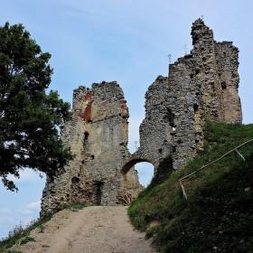 Zrucanina hradu Brekov