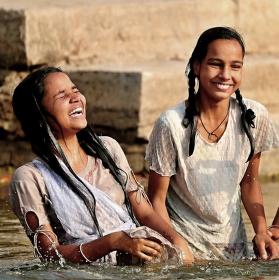 očistná koupel v posvátné řece Ganze