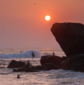 Západ slnka na Dalawella Beach, Sri lanka