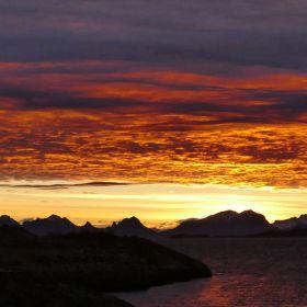Západ nad norskými fjordy