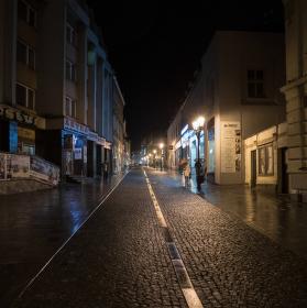 Noční ulicí