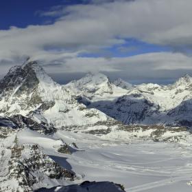 Pohled z Matterhorn glacier paradise (3883 m n. m.)