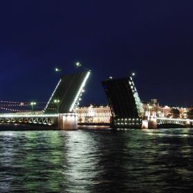 Zvedání mostů v Petrohradě