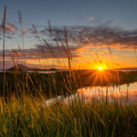 Půlnoční slunce u jezera Mývatn