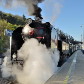Pára zkouší pohnout vlakem :-)