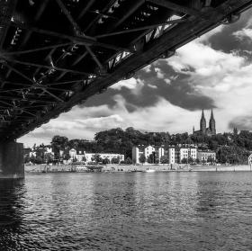 Vyšehrad z podhledu mostu