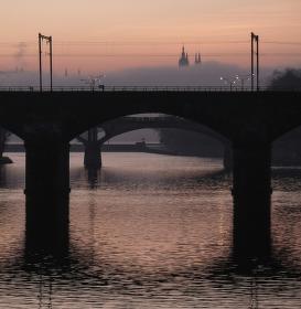 Hrad a mosty