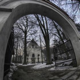 Kaple na hřbitově.....