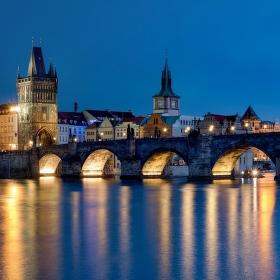 Přes Karlův most do Starého Města