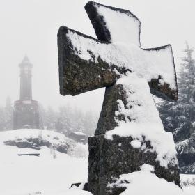 Maltézský kříž u rozhledny Štěpánka