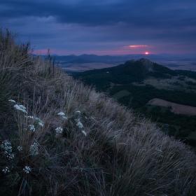Temný východ slunce