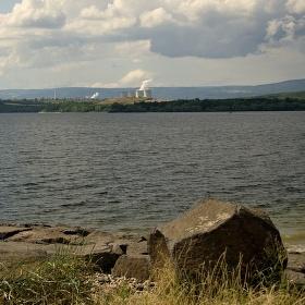 Elektrárna Tušimice u Vodní nádrže Nechranice