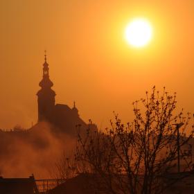 Svítá, slunce den vítá