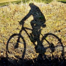 Jízda stínu na kole