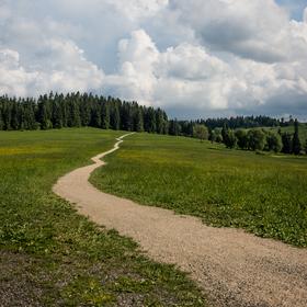Prašná cesta k mrakům