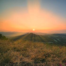 Ranní východ slunce na Oblíku