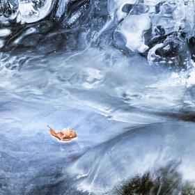 Bludný Holanďan v rozbouřeném ledovém oceánu