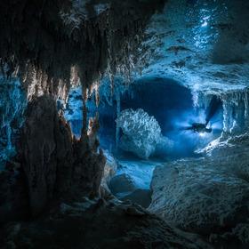 Potápění v jeskyni