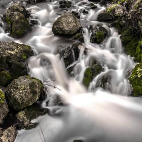 I přes vodopády řeky plynou dál...