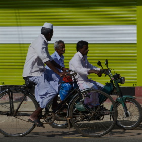 Tři na kolech