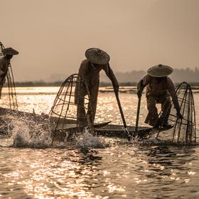Rybári z jazera Inle