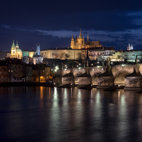Modrá hodinka nad Prahou