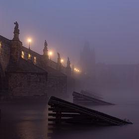 Podzimní mlhy na Vltavě