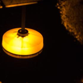 lampa v odraze