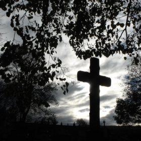 Stmívání nad hřbitovem