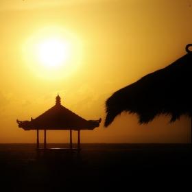 Svítání na Bali